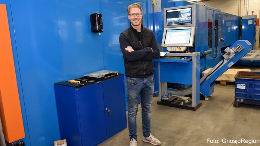 """Med den nya kombilasern från Prima Power har Mountpac även fått in laserskärning i huset. """"Nu är vi ännu mer kompletta"""" säger delägare Samuel Wärnelöv."""