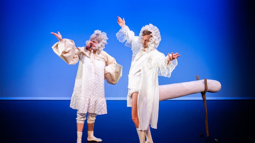 Evamaria Björk och Nils Dernevik i föreställningen Ett drömspel som har premiär 1 februari. Fotograf: Robin Jansson.