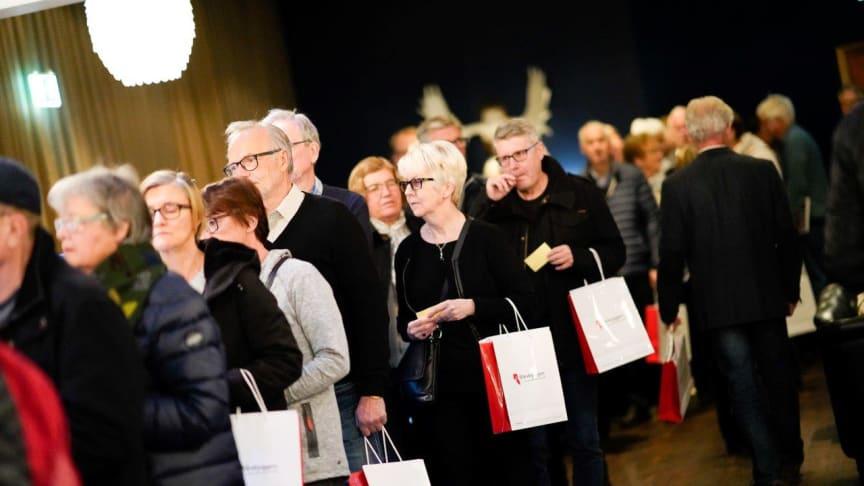 Kö till säljstart, Viktoriastrand, Riksbyggen