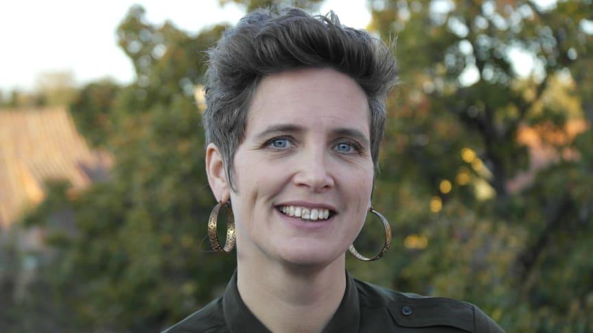Johanna Ivarsson från Landskrona är ny partisekreterare för Feministiskt initiativ.