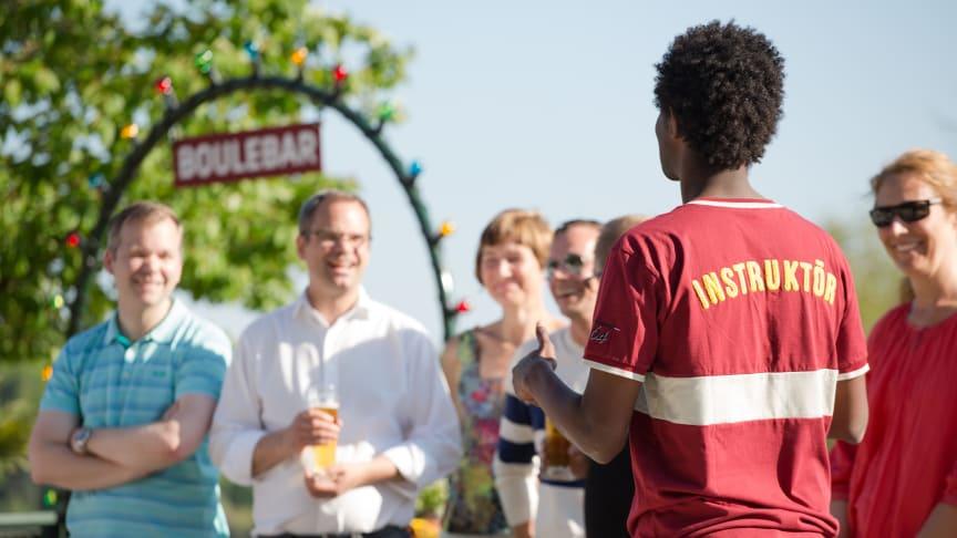 Boulebar korttidspermitterar samtliga anställda i Sverige