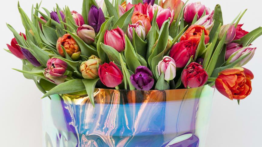 2019 väljer vi gärna färgglada buketter, berättar floristen Heidi Mikkonen.