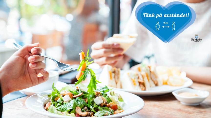 Tänk på att hålla avståndet vid restaurangbesök