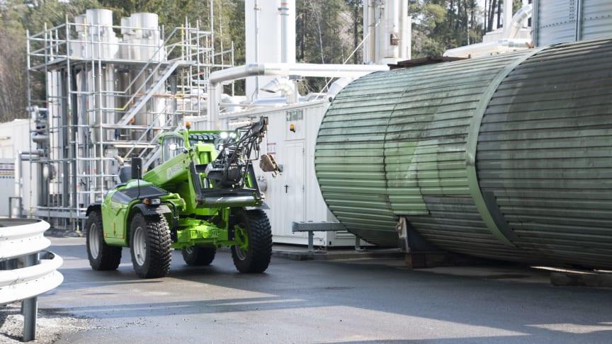 En maskin som både kan ta sig fram i trånga utrymmen, lyfta högt och tungt och kan användas till många olika arbetsmoment – Merlo TF38.10 TTCS.