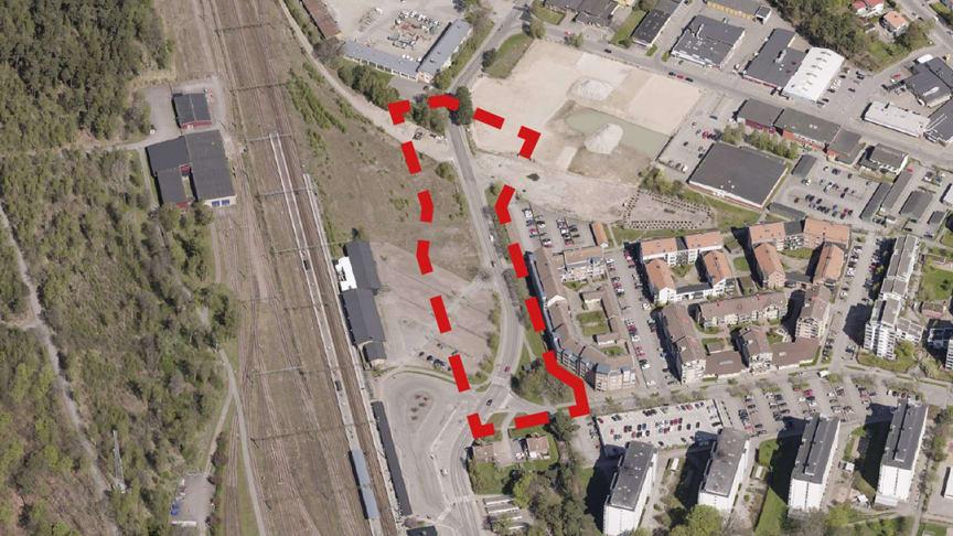 """Det är området som ligger öster om järnvägen och """"Bahnhof"""" och som idag främst används som parkeringsyta, som pekas ut av samhällsbyggnadsnämnden. Det är den södra delen av det markerade området som är tänkt som plats för nya stadshuset."""