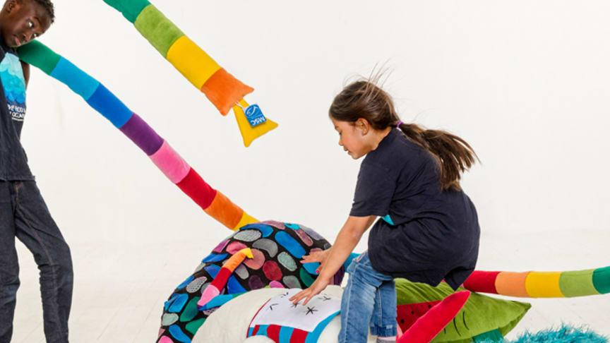 Barnens ritade fantasifiskar blev uppsydda till mjukdjur att hänga upp på sina skolor.