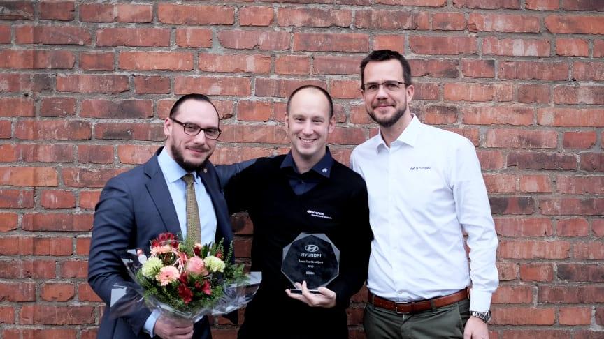 Dimitrios Lenis och Erik Sandström från Hyndai Center Stockholm tillsammans med Gustav Freij, Country Manager på Hyundai Sverige.