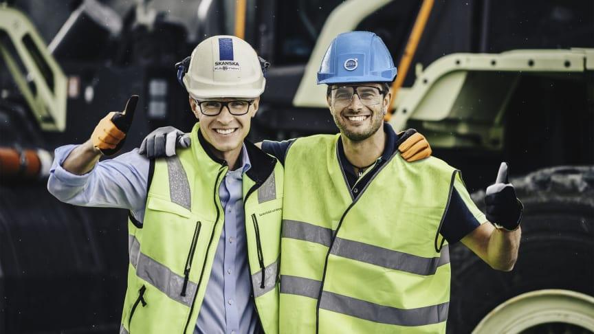 Joakim Käpynen, produktionsledare på Skanskas anläggning Vikan Kross och Uwe Müller, överordnad projektledare för Electric Site på Volvo CE