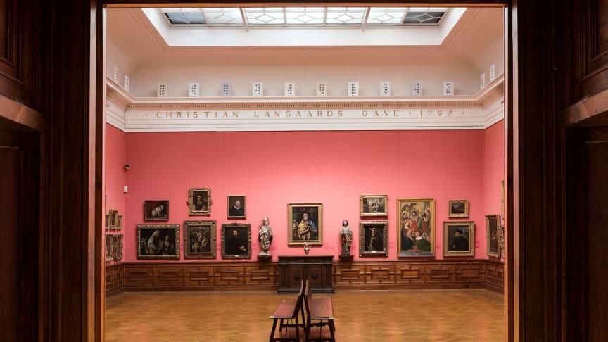 """I Langaardsalen i Nasjonalgalleriet stiller kunstneren Dag Erik Elgin  ut """"Balance of Painters"""", 2011-2012 i dialog med de andre maleriene i rommet.  Elgins arbeider vises i Nasjonalgalleriet  fra 25. mai til 9.september."""