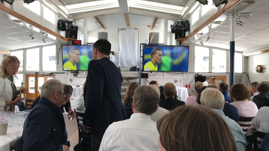 Jämtkraft, Ngenic, Audi och Colabitoil ska inte bara fixa fossilfritt VM 2019 i Åre, de fixade också fotbollsvisning i seminariepausen. Eller var det seminarium i fotbollspausen?