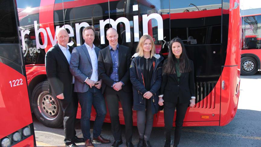 Øystein Svendsen (Unibuss), Atle Rønning (Norgesbuss), Jan Volsdal (Nobina), markedsdirektør Ellen Rogde i Ruter og byråd Lan Marie Berg.