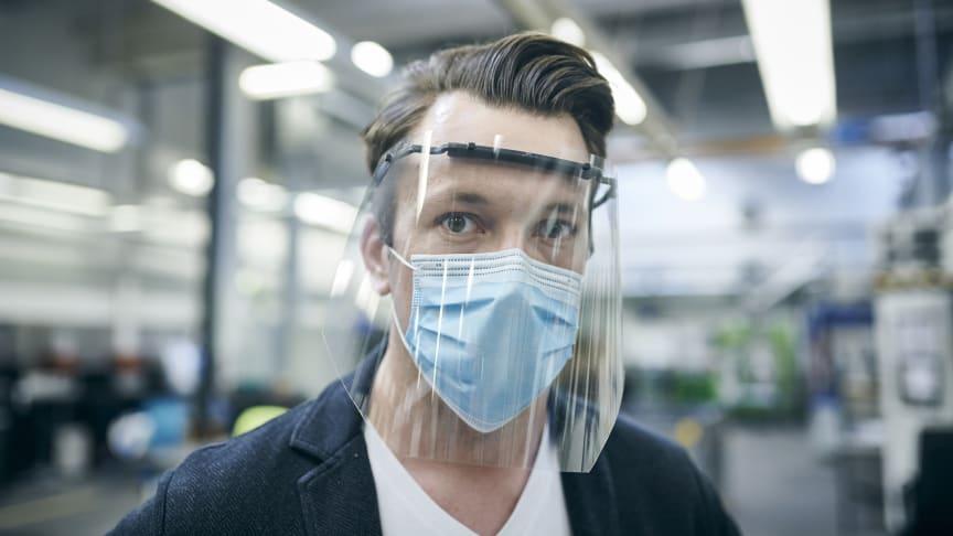 A Ford Arcmaszkokat és arcvédő pajzsokat is gyárt