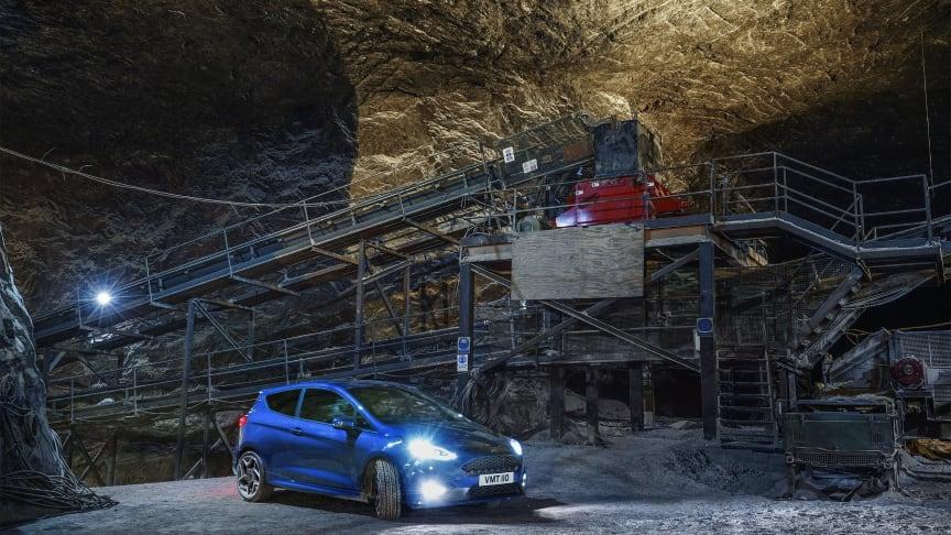 Se den nye Ford Fiesta ST køre race under jorden