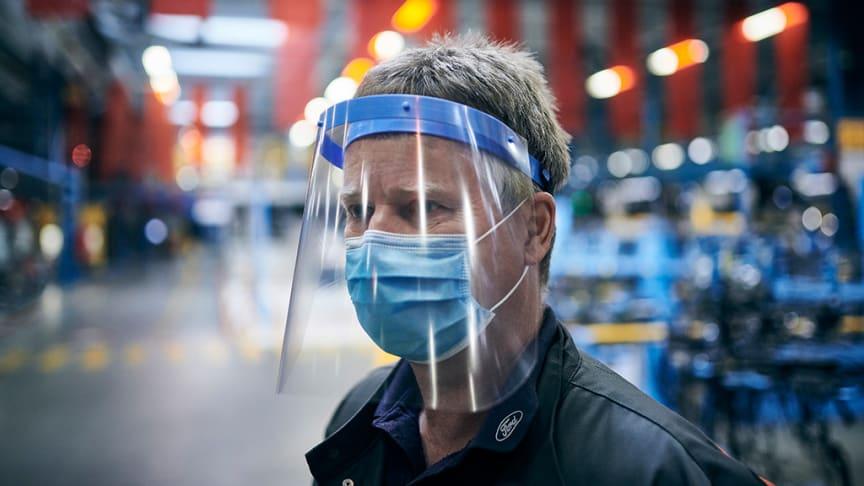 Ford käynnistää Euroopan tuotannon asteittain ja ottaa käyttöön laajat toimenpiteet työntekijöiden suojaamiseksi