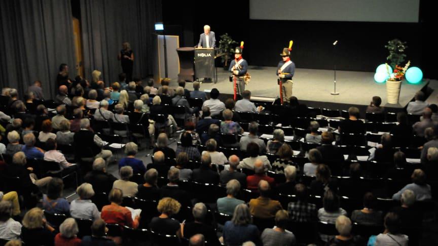 Erland Ringborg, ordförande i Sveriges Släktforskarförbund, talade under invigningen inför en fullsatt föreläsningssal på Nolia i Umeå.
