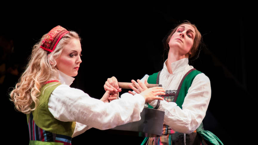 Anna Svärd (Margit Myhr) och Thea Sundler (Hanna Kulle)