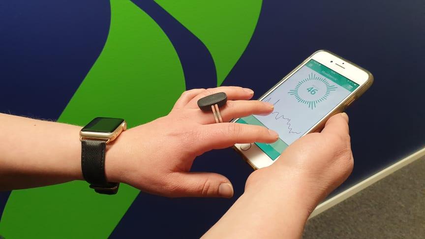 Moodmetric-sormus mittaa tasapainoa stressin ja palautumisen välillä.