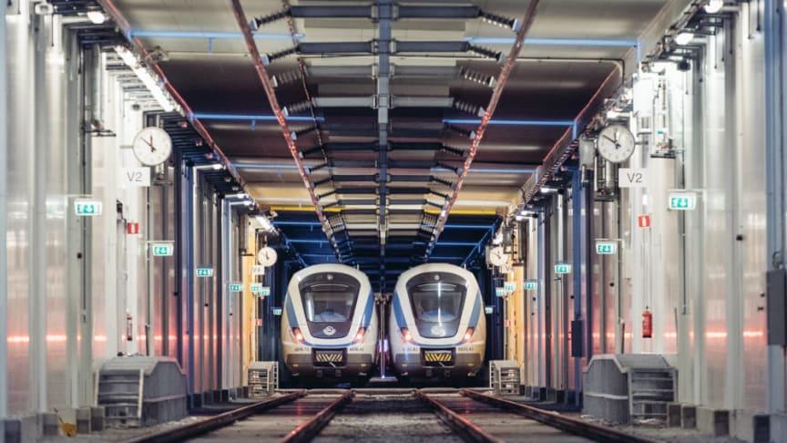 Emtrain bedriver fordonsunderhåll åt pendeltågen i tre depåer i Stockholmsregionen.