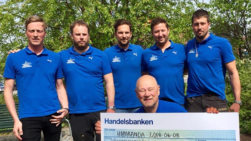 """Grabbarna bakom insamlingen """"1000 sjömil på vattenskoter - mot prostatacancer"""" tillsammans med Jan-Erik Nilsson, Prostatacancerföreningen Norrsken."""