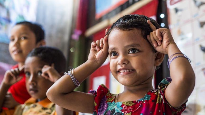 Femåriga Chandni Akhter går i förskolan i Dhaka, Bangladesh. Tack vare samarbetet mellan UNICEF och H&M Foundation kan fler utsatta barn gå i skolan i landet.