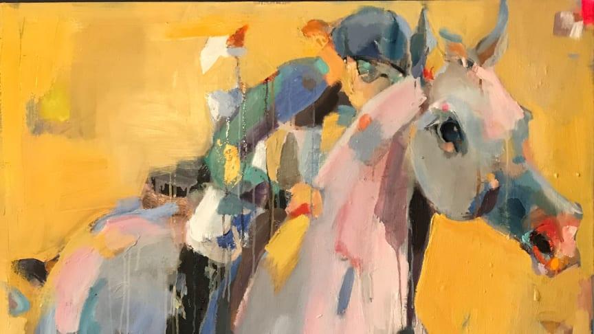 Anne Hansson, som målar och tecknar i olja och kol, är en av fyra konstnärer som ställer ut på galoppbanan Bro Park på söndag.