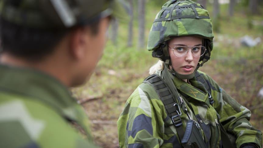 Dagens 34 rekryter i Härnösand kan bli flera hundra om Härnösand och Sollefteå får ett av de nya regementen som ska startas.