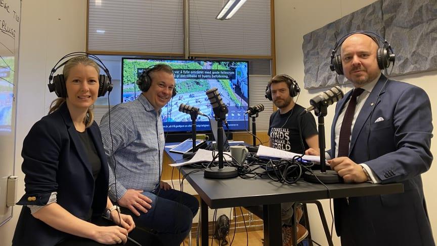 Innspilling av Prosjektkontoret om inneklima (innspilt før koronakrisen). F.v.: Hege Njå Bjørkmann, Thomas Fransrud, Arne Pihl Bordi og Christian Kamhaug. (Foto: Norconsult)
