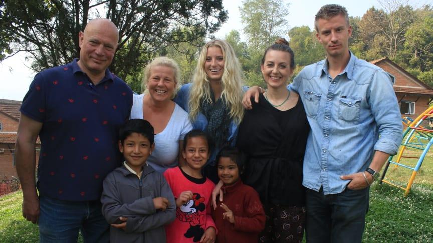 """Fem av sex deltagare i """"En resa för livet""""  i Nepal 2017"""