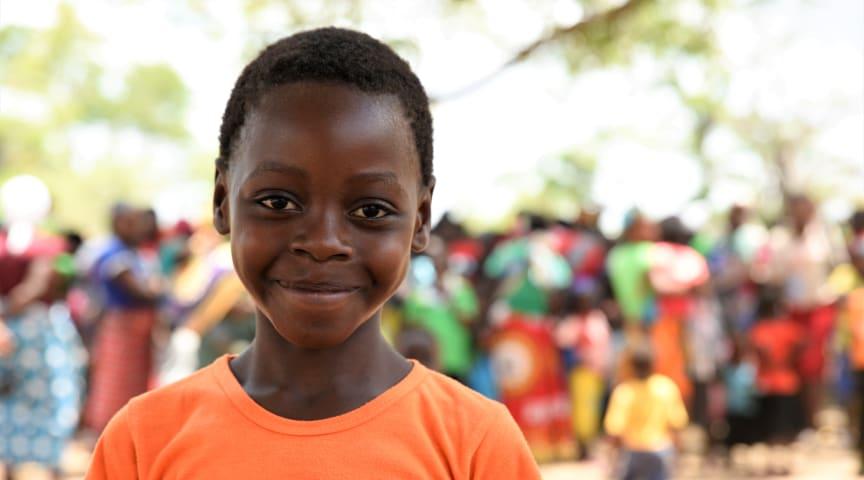 Alima är en av de barn som berättar om sitt liv efter naturkatastroferna i Rädda Barnen Dokumentär.