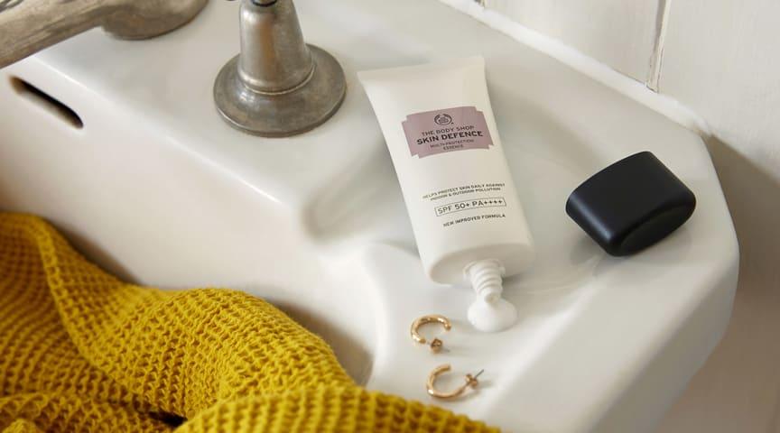 Preppa huden för soliga äventyr – Skin Defence Multi-Protection Lotion är tillbaka!
