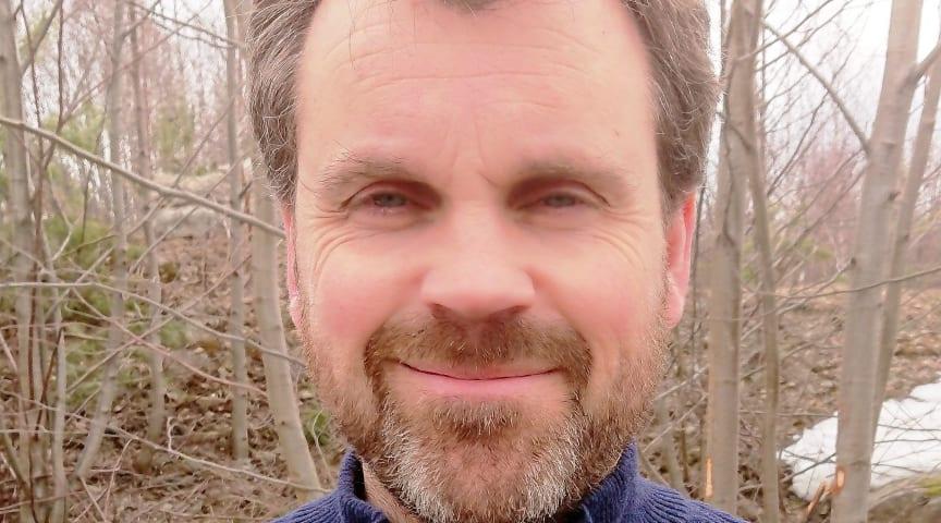 Odd Magne Solheim har cirka 20 års erfarenhet av radonmätning, rådgivning och produktutveckling, bland annat på Norges byggforskningsinstitut. Magne är utbildad ingenjör med inriktning på ventilation och inomhusklimat.