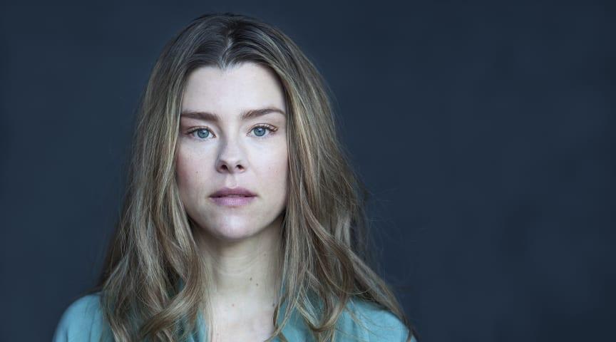Sascha Zacharias er ny i rollen som Rebecka Martinsson, som får premiere på 2. sæson i 2020 på C More. (Foto: Tove Risberg)