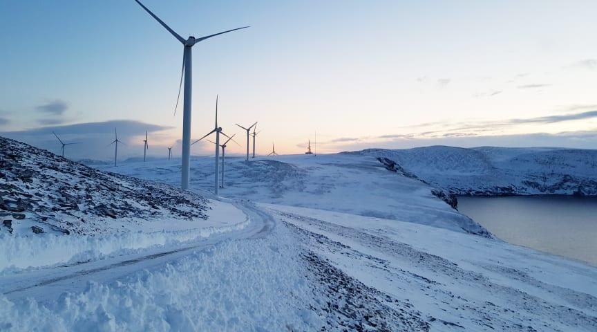 Målet med FoU-prosjektet som blant annet Norconsult står bak, er å gjøre det tryggere å være i og i nærheten av vindkraftparker på vinteren. (Foto: Norconsult)