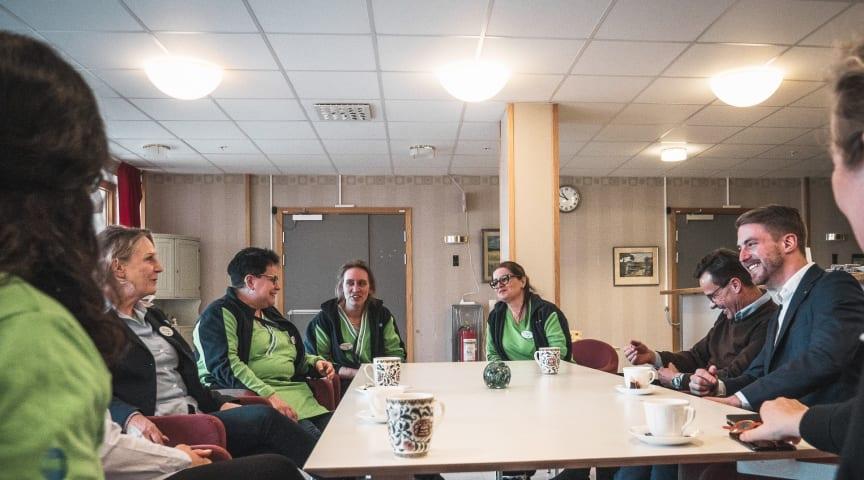 Från vänster: Mia Palmé, Karin Lundkvist, Jessica Anerland, Siham Ben Othman, Ulf Kristersson och Axel Condradi.