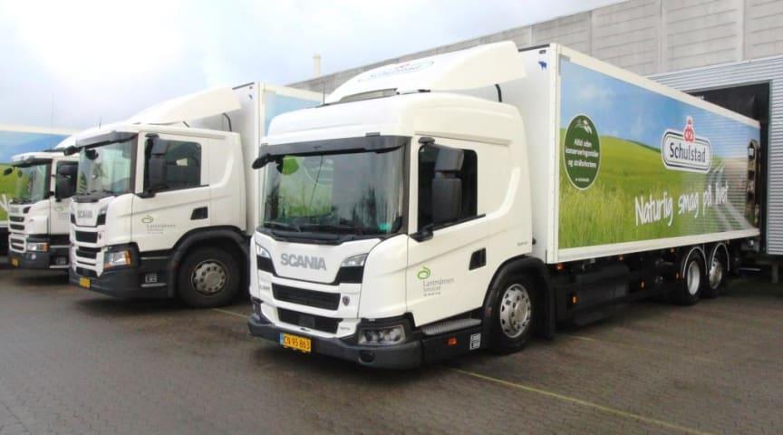 To nye Scania L 320 El-Hybrid distributionslastbiler skal fremover bidrage til endnu mere bæredygtig og støjsvag natdistribution af Schulstads brød i Hovedstadsområdet.