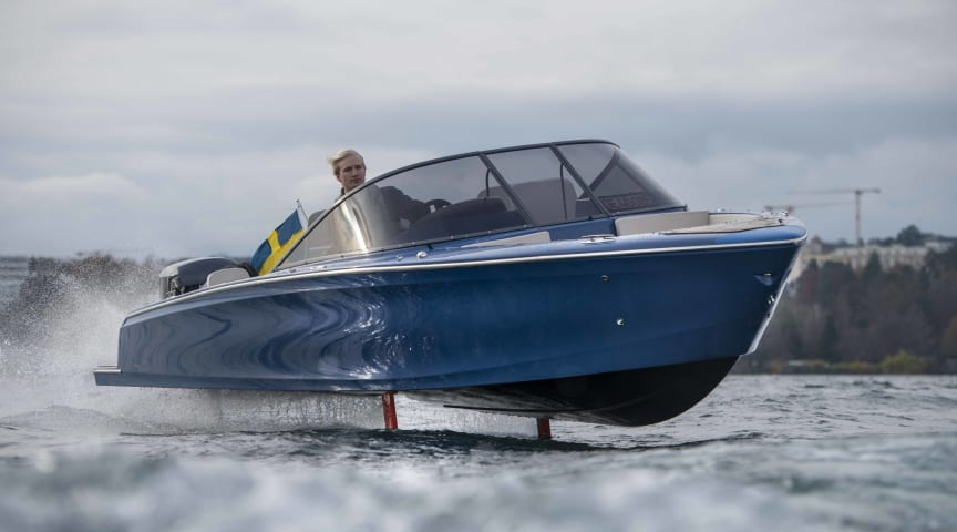 The foiling Candela Seven has a range of 50 NM in 22 knots, which is a world record for electric boats.