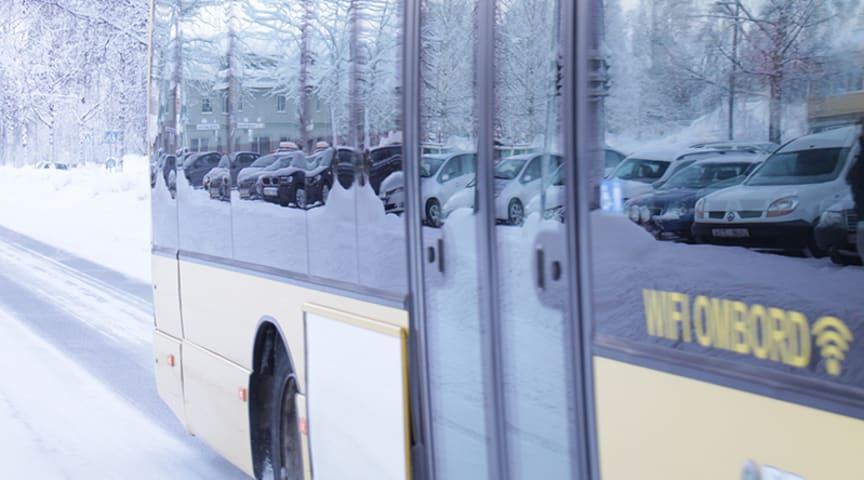 Använd bakre dörren om du åker buss.             Foto: Piteå kommun