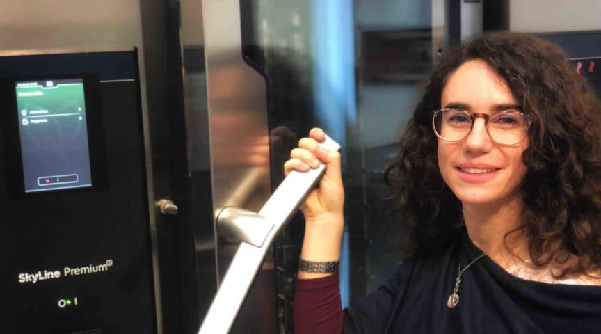 Eleonora Pippia, doktorand från The Research Hub by Electrolux Professional, är en av skaparna till SkyLines Plan-n-Save-funktion.
