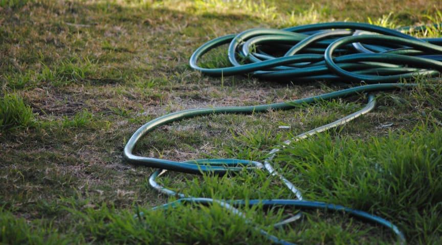Vattenförbrukningen i Båstads kommun har minskat. Nu häver NSVA bevattningsförbudet.