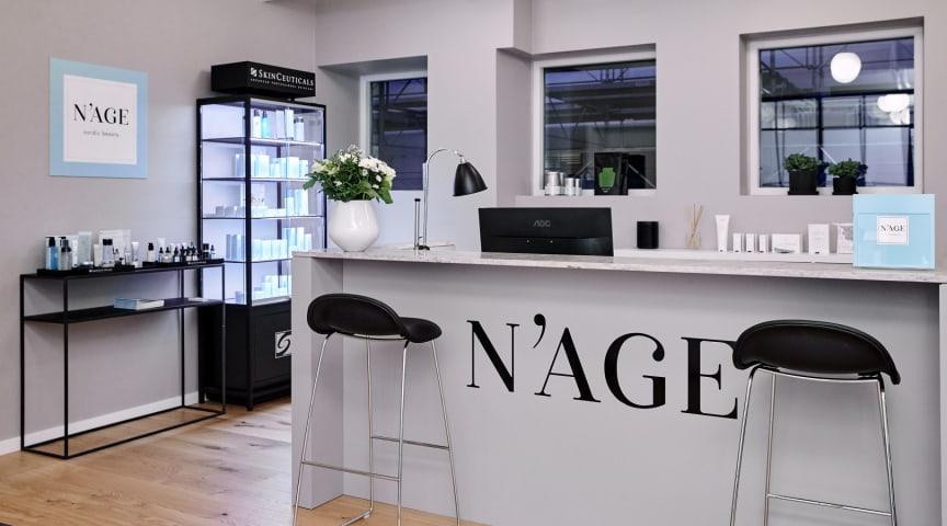 Danmarks største kæde af kosmetiske speciallægeklinikker, N'AGE, har valgt at lukke sine 5 klinikker frem til 30. marts, og opfordrer sine sygeplejersker til at hjælpe det offentlige med bekæmpelse af Covid-19