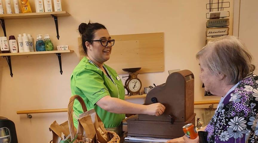 Butiken på Förenade Care Månstorps Ängar välkomnades av kunderna.