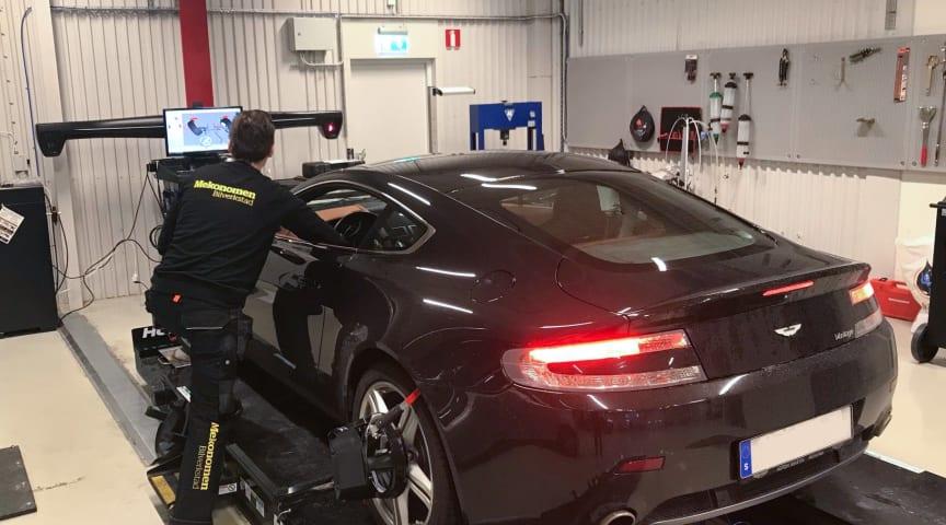 Mekonomen bilverkstad på Bulltofta, Malmö satsar på hög kvalitet och arbetar med moderna verktyg. De har nu stärkt verksamheten med kvalitetsmärkningen Godkänd bilverkstad.