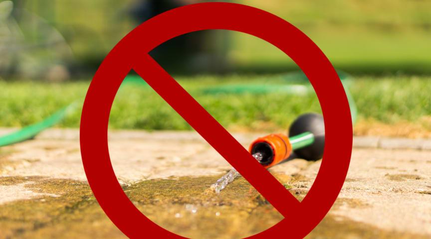 Nu får dricksvattnet i Båstads kommun enbart användas till personlig hygien, mat och dryck. NSVA har utfärdat bevattningsförbud i kommunen.