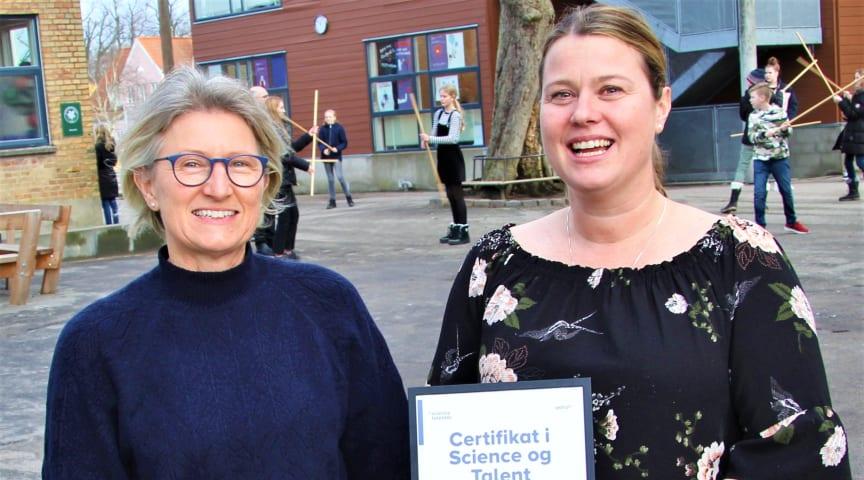 Sorø Privatskole har netop modtaget sit 2020-certifikat for at have en klar talentstrategi. Skoleleder Nanna Kofoed Øhrgaard (th) sammen med den ene af skolens talentvejledere Gunhild Engholm Michelsen (tv).