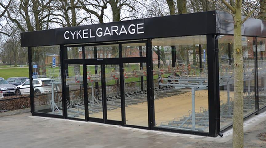 Kristianstads kommun har byggt ett cykelgarage i norra Tivoliparken.
