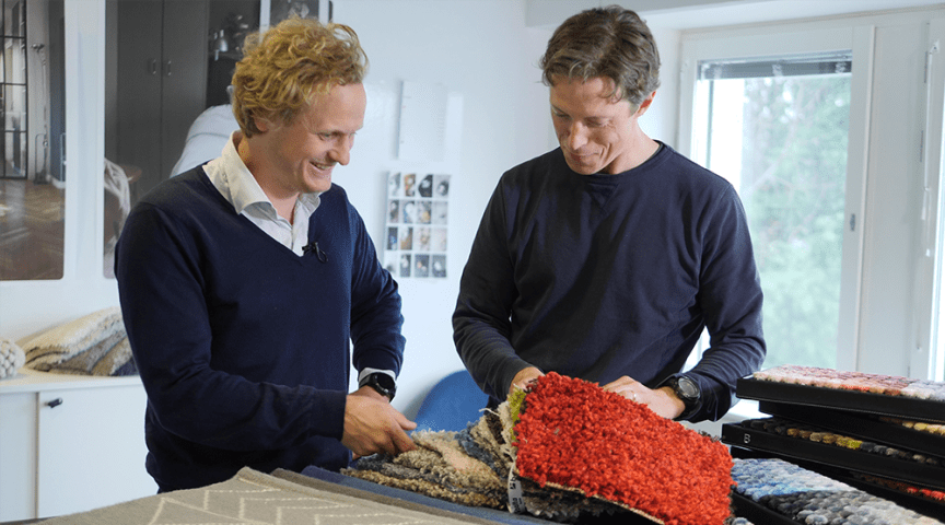 Per Wennerström (till vänster), CEO Homeshop Venture, Rusta Group i samspråk med Andreas Bertilsköld, projektledare Ciqola Carpets.