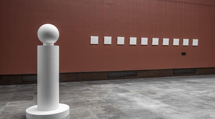 Dag Erik Elgin / Et modernistisk punktum (Vigelandmuseet) Gjentakelse over Vigelands urne (gips)