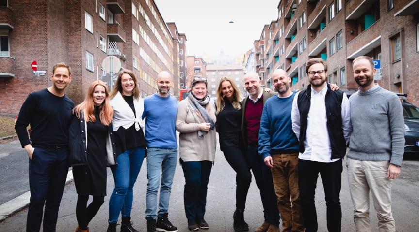 Bilde fra venstre: Simon Allanson (medierådgiver i Hensikt), Angelica Askvik (kreatør, JCP), Christina Hope (kreatør, JCP), Lars Terje Grorud (daglig leder, JCP Norge), Nina Lundgreen (prosjektkoordinator, Bygg Reis Deg), Tuva Mehammer (salg og kommu