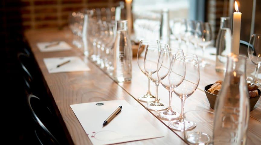 Anordna en vinprovning hemma - en guide i 6 steg