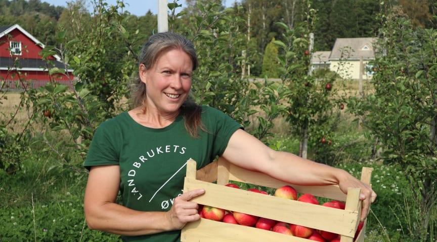 #Inspirasjonsbonde Astrid Bjørnson selger alt hun kan produsere av økologisk frukt og bær. Foto: Økologisk Norge/Marte Guttulsrød